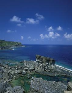 軍鑑岩と青い海の写真素材 [FYI03290795]