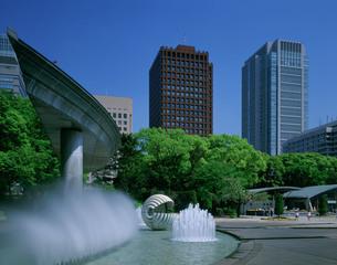噴水公園と丸ビルの写真素材 [FYI03291054]