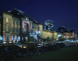 ライトアップした東京駅の写真素材 [FYI03291105]