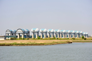 長良川河口堰と揖斐川の写真素材 [FYI03292466]