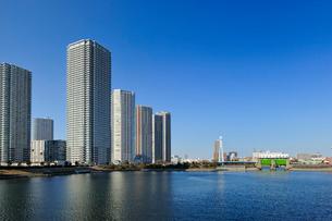 辰巳水門と高層住宅の写真素材 [FYI03293782]