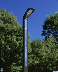 太陽光発電の街灯の写真素材 [FYI03297772]