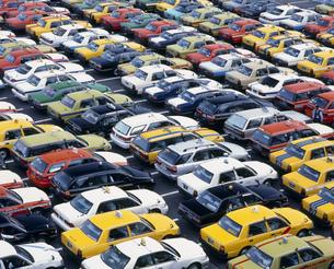 待機するタクシーの写真素材 [FYI03297799]