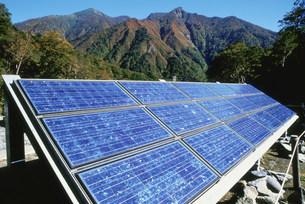 太陽光発電パネル 一の倉沢公衆トイレ用の写真素材 [FYI03297810]