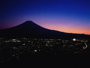 中央高速道路と富士山 新倉林道の写真素材 [FYI03297977]