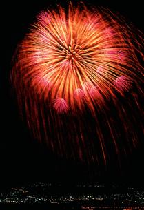 神明の花火 二尺玉の写真素材 [FYI03298181]
