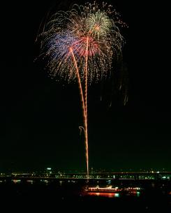 江東花火大会 屋形船の写真素材 [FYI03298193]