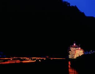 長瀞船玉まつり万灯船と灯篭流しの写真素材 [FYI03298216]