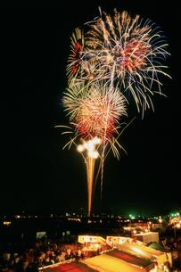 さつき祭り協賛花火大会 スターマインの写真素材 [FYI03298256]