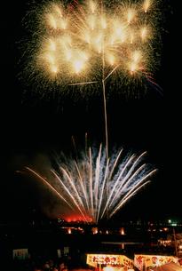さつき祭り協賛花火大会 大スターマインの写真素材 [FYI03298261]