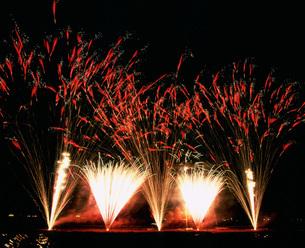 境町利根川花火大会 中国製の小型煙火 快発鳴春の写真素材 [FYI03298283]