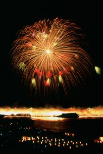 長岡まつり大花火大会 ナイアガラと正三尺玉の写真素材 [FYI03298286]