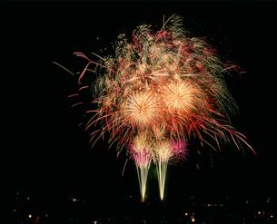 土浦全国花火競技大会  ファイヤーカーニバル光の宴の写真素材 [FYI03298300]