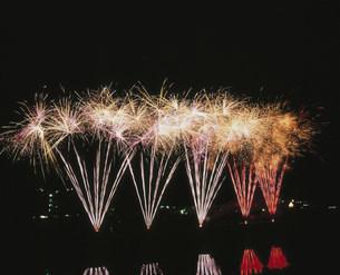 足利春の花火大会 小型煙火の写真素材 [FYI03298623]