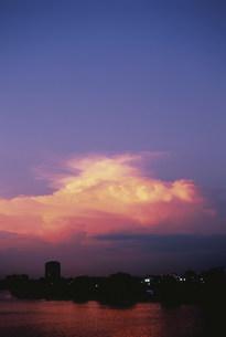 多摩川の夕焼けの写真素材 [FYI03298673]