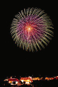 土浦全国花火競技大会 割物 三重芯変化菊の写真素材 [FYI03298691]