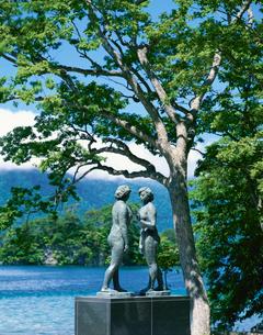 十和田湖畔の乙女の像 休屋の写真素材 [FYI03298817]