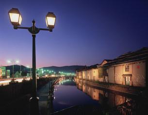 小樽運河の夕景の写真素材 [FYI03299019]