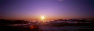 乗鞍岳より雲海の朝日の写真素材 [FYI03299103]