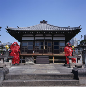 東覚寺 赤紙仁王の写真素材 [FYI03300396]