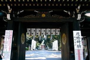 大宮八幡宮 随神門の写真素材 [FYI03300808]