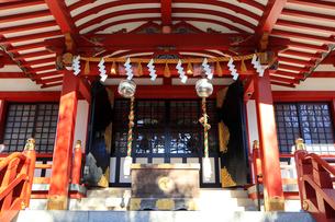 東大島神社拝殿の鈴と注連縄の写真素材 [FYI03301130]