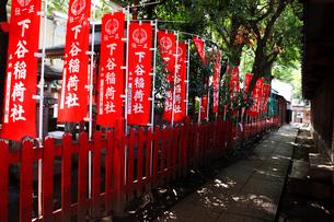 下谷神社末社隆栄稲荷神社の旗の写真素材 [FYI03301515]