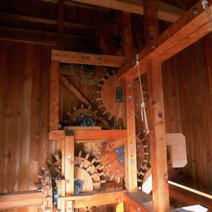 水車小屋の歯車の写真素材 [FYI03302047]