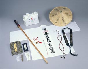 遍路用具 白衣菅笠に杖などの写真素材 [FYI03302422]