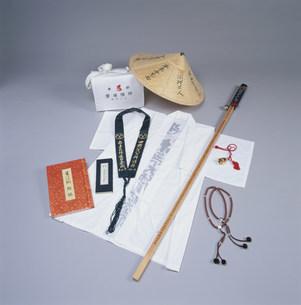 遍路用具 白衣と菅笠と杖の写真素材 [FYI03302425]
