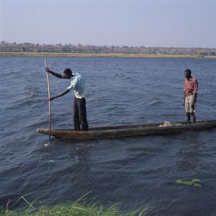 ザンベジ川で漁をするの写真素材 [FYI03302673]