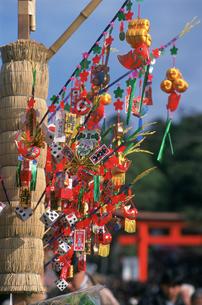 お正月の縁起物 伏見稲荷大社の写真素材 [FYI03303200]