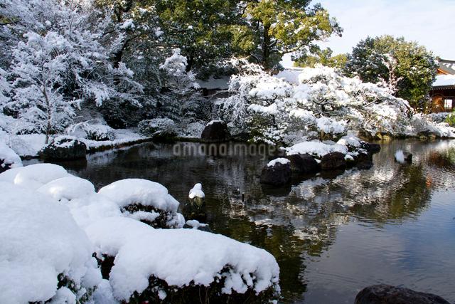 雪の城南宮・庭園の写真素材 [FYI03303614]