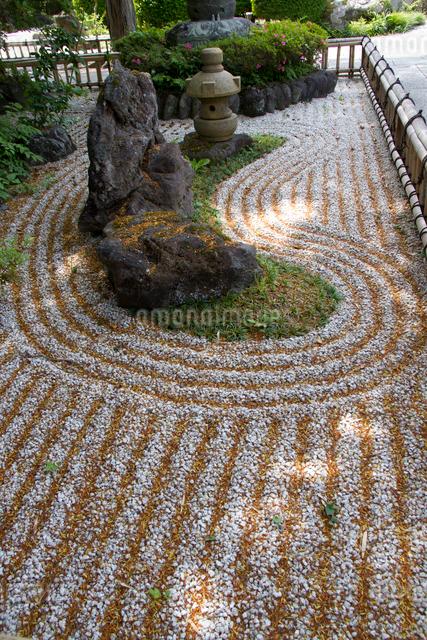秩父三十四ヵ所 第二十九番 長泉院の庭園の写真素材 [FYI03303712]