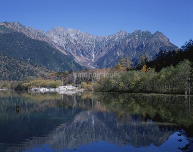 大正池と穂高連峰の写真素材 [FYI03303765]