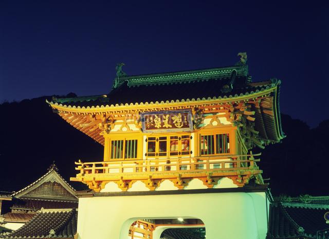 武雄温泉の楼門の写真素材 [FYI03303905]