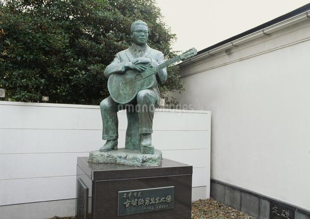 古賀政男銅像の写真素材 [FYI03303924]