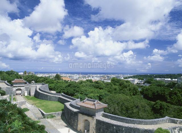 首里城から市街地眺望の写真素材 [FYI03303950]
