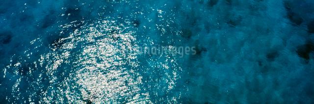 輝く海の写真素材 [FYI03304184]