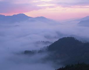 国見ヶ丘の雲海の写真素材 [FYI03304359]