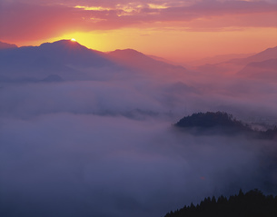国見ヶ丘の日の出の写真素材 [FYI03304366]