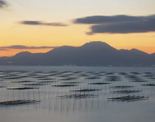 夕景の有明海のりひびの写真素材 [FYI03304508]