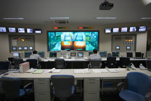 清掃工場中央制御室の写真素材 [FYI03305999]