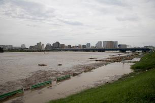 台風で増水した多摩川の写真素材 [FYI03306002]