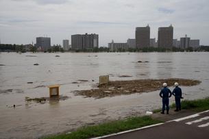 台風で増水した多摩川の写真素材 [FYI03306012]