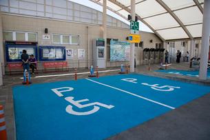 車椅子用駐車スペースの写真素材 [FYI03306060]