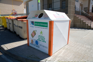 油リサイクルの箱の写真素材 [FYI03306067]