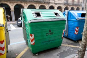 瓶回収のゴミ箱の写真素材 [FYI03306340]