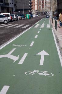 自転車専用レーンの写真素材 [FYI03306352]
