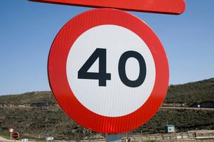 最大速度40㎞の道路標識の写真素材 [FYI03306385]